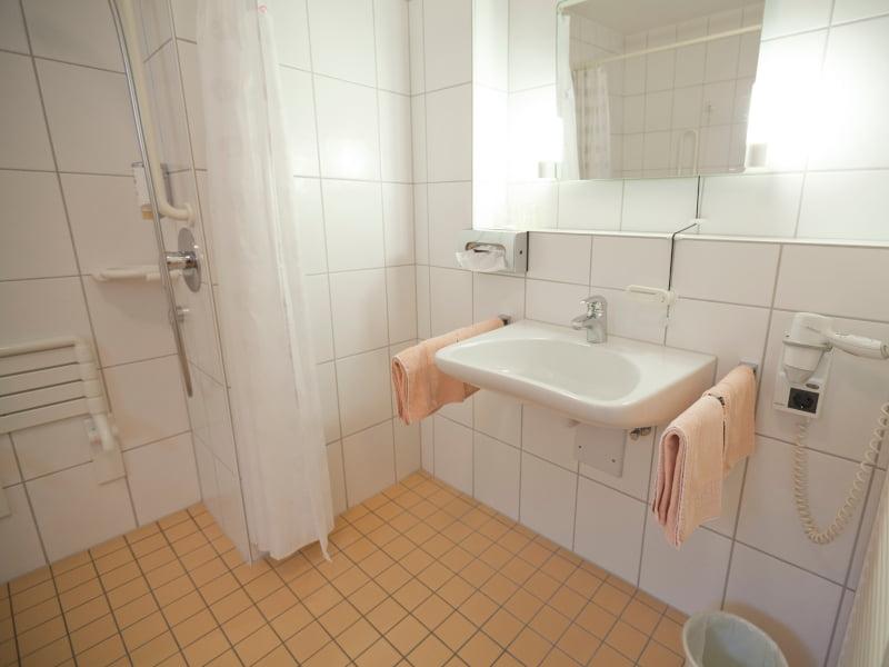 Barrierefreies Doppelzimmer Bewegliches Waschbecken